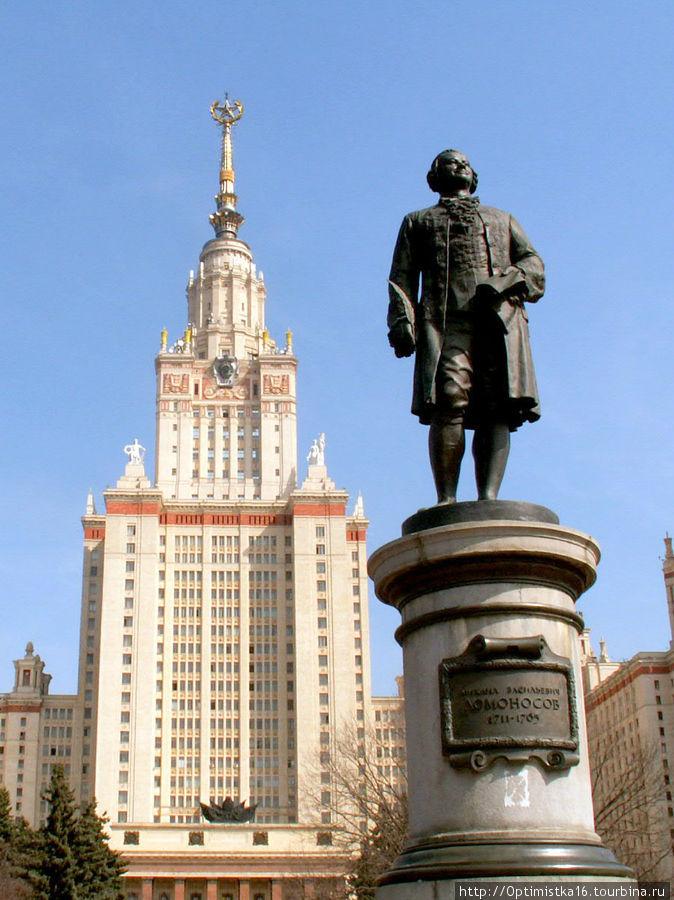 Памятник М.В. Ломоносову на Воробьёвых горах. Фотография, к сожалению, не моя.