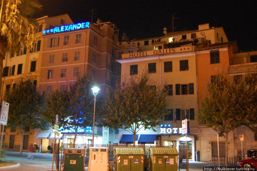Ночной вид на отели Galles и Alexander со стороны набережной