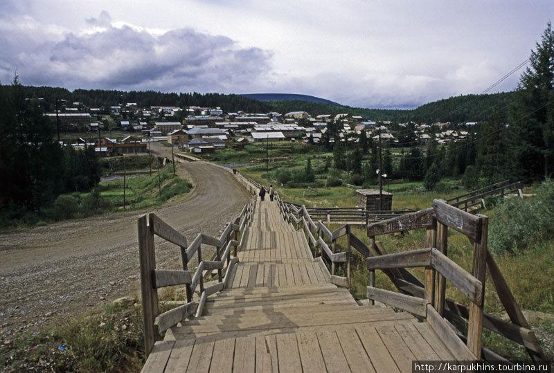 Деревянные мостовые Байкита. Типично для северных посёлков.