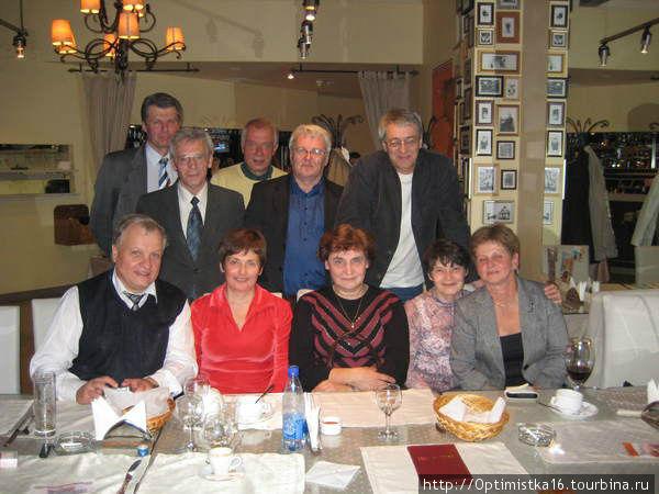 А это мы, одноклассники выпуска 1967 года, на встрече через 41 год.