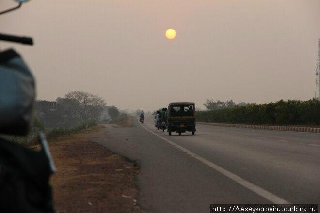 Закат на индийской дороге