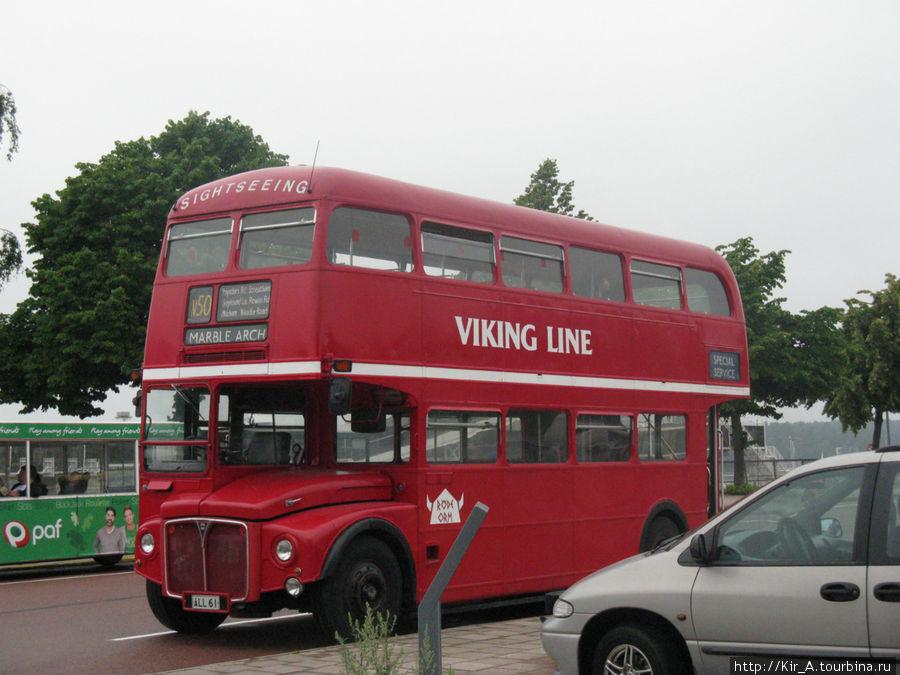 По улицам Мариехамна курсирует в качестве экскурсионного автобус привезенный когда-то из Лондона.