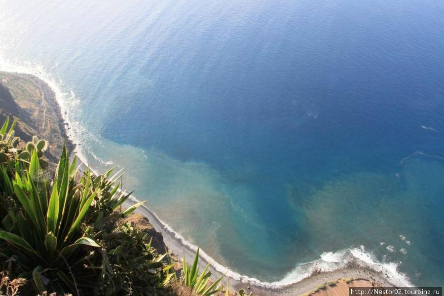 Вид с обрыва (около полукилометра до океана).