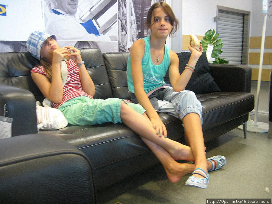 В ИКЕА можно и с комфортом отдохнуть.