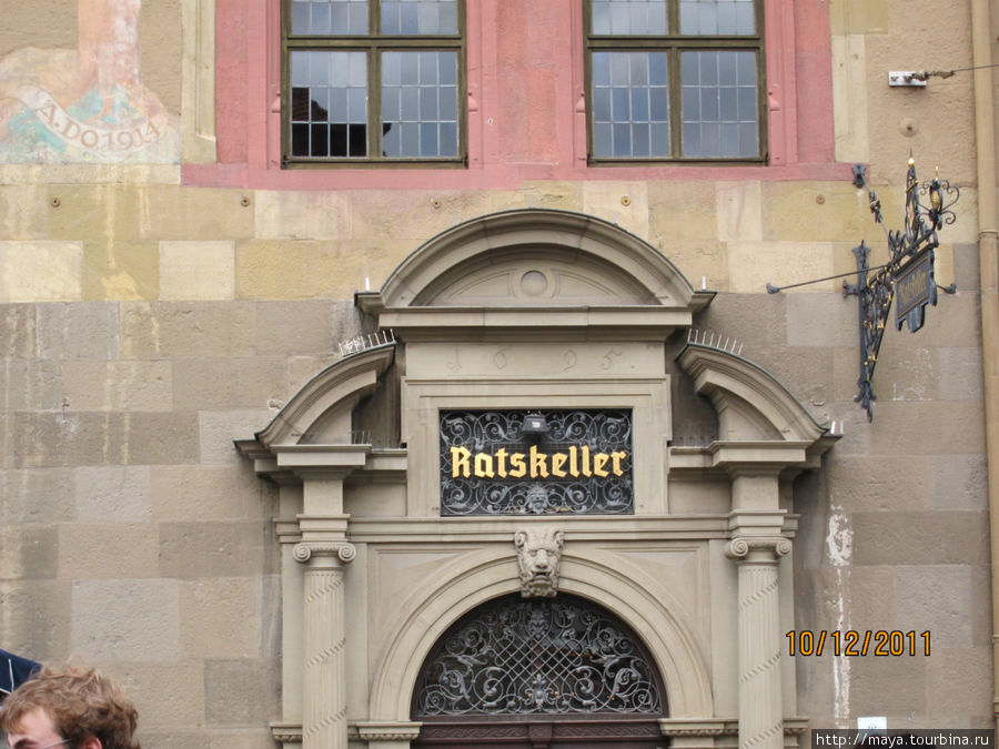 На первом этаже и подвале рауши ресторан: Ратскеллер