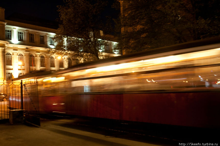 Отправление экскурсионного трамвая. Ему уже больше ста лет, но он ездит!