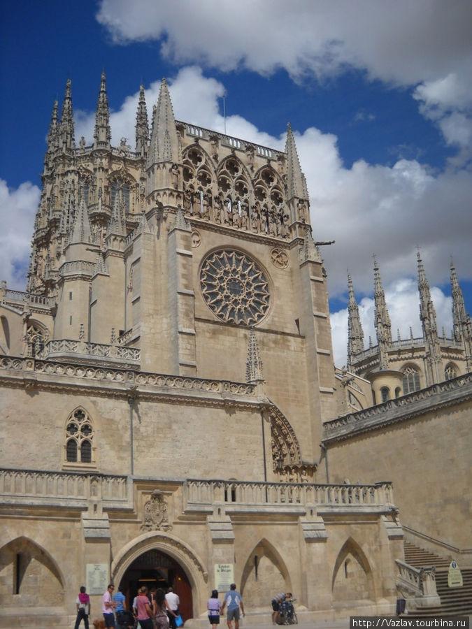 Боковой фасад собора