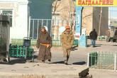 От отделения полиции отошли двое монголов...