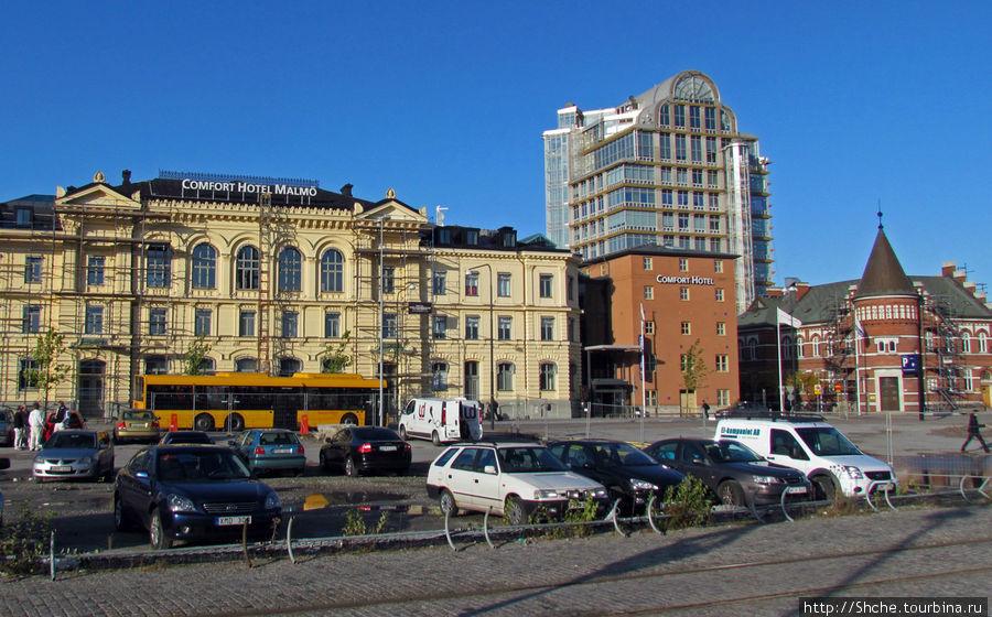 Вид на отель непосредственно от вокзала