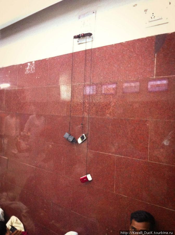 Так заряжают телефоны в Индии