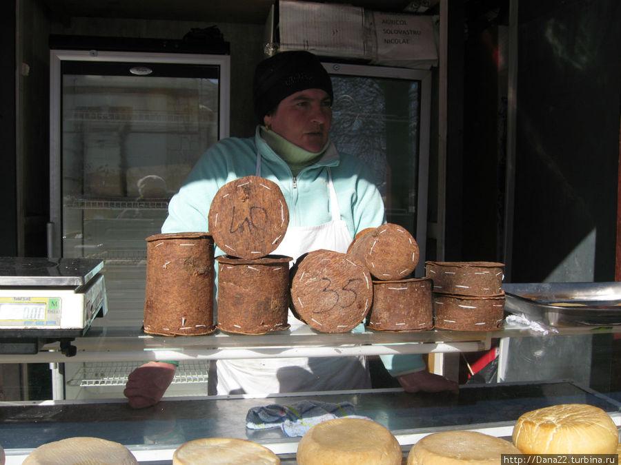 Сыр в еловой коре
