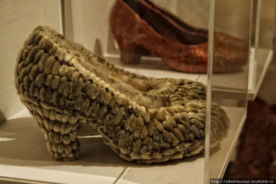 Туфли из вербы, а за ними — из листьев. Автор Лидия Сухогузова