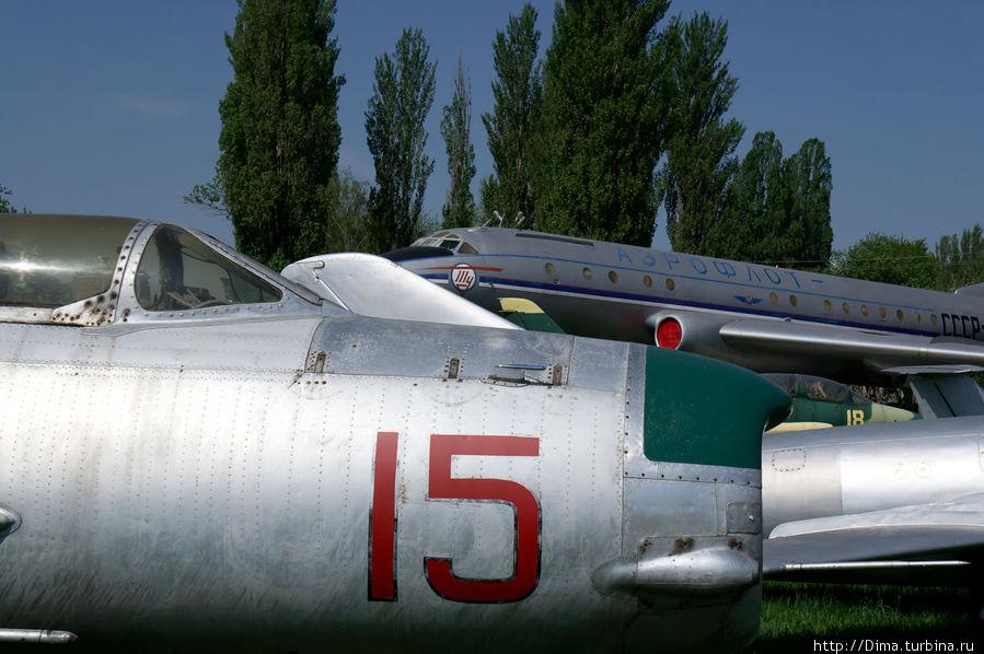 На заднем плане стоит Ту-104. Тот самый, который