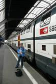 На этом красивом поезде мы ехали из Цюриха в Сан-Мориц.