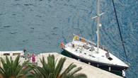А на этой яхте в Пераст приплыли Венгерские пенсионеры.