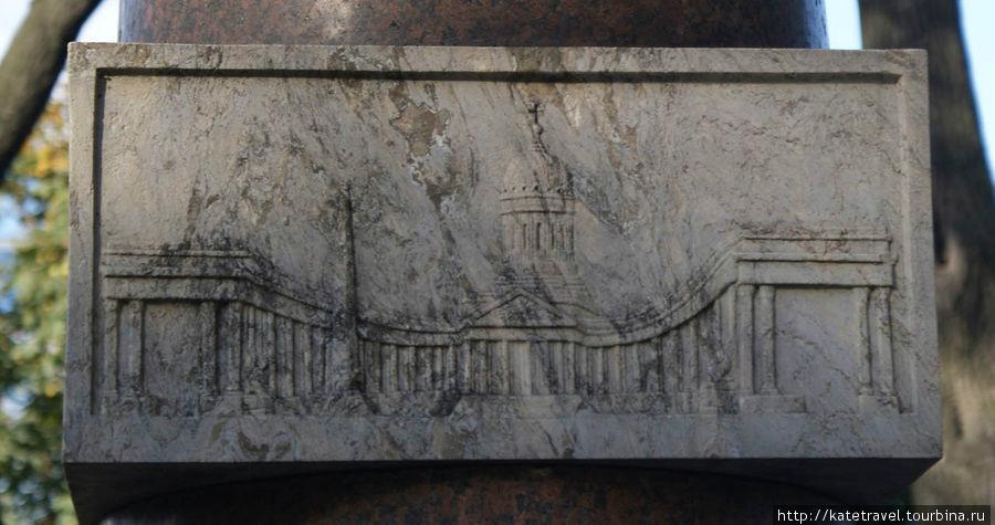 Изображение Казанского собора на мемориале его архитектора А.Н. Воронихина