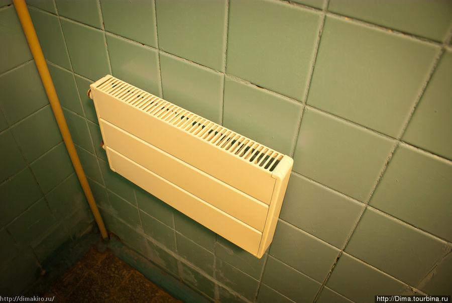Батареи есть, но к трубам с горячей водой они не подключены.