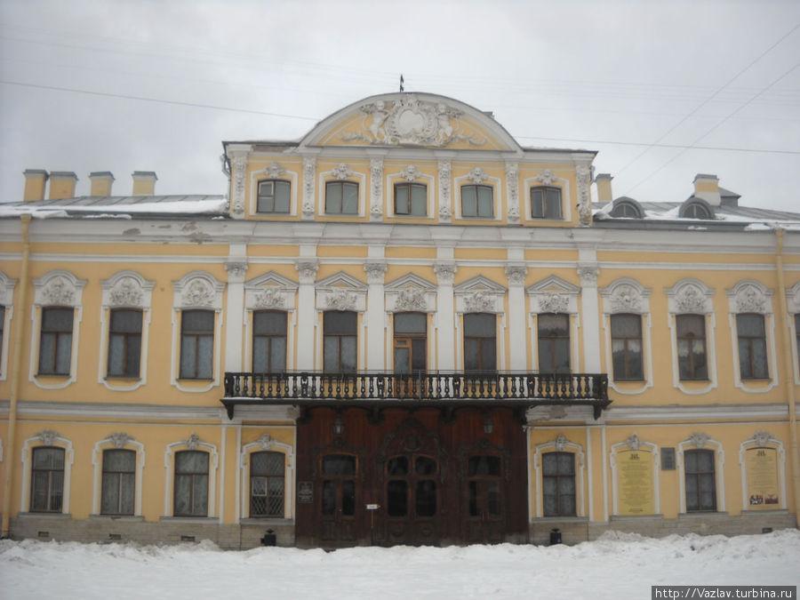 Вид на дворец с набережной Фонтанки
