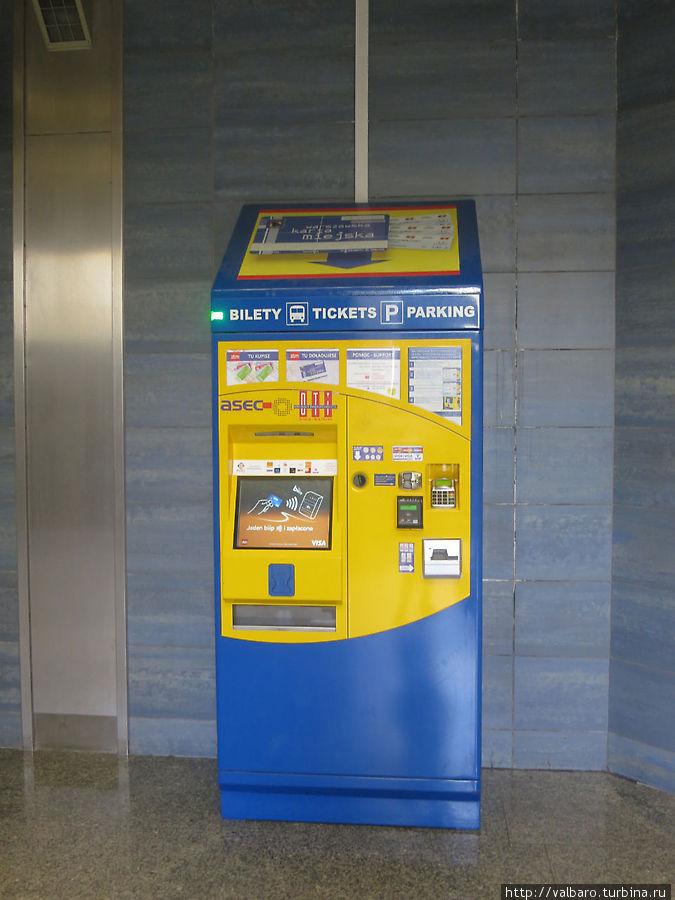Автомат для продажи транспортных билетов, по-моему, там есть даже русифицированный вариант. Будете пользоваться, посмотрите на возможность использования других языков.