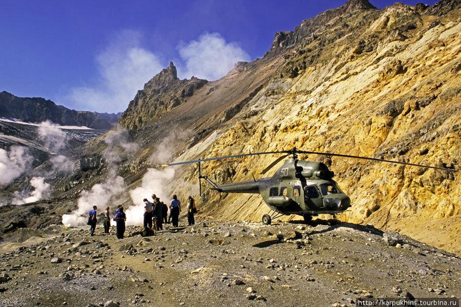 На этот раз в кратере Мутновки обнаружил вертолёт. Который, правда, быстро улетел.