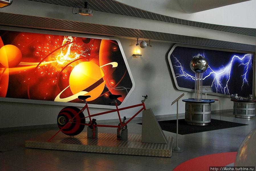 Можно проехать на межпланетном велосипеде.
