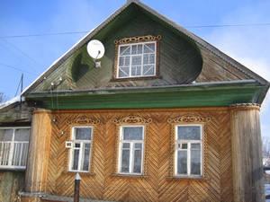 Напоследок — любимейшее фото в любом провинциальном городке: спутниковая тарелка на деревянном домике :))