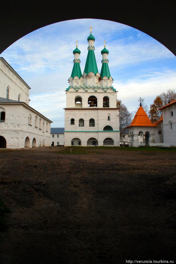 Звонница Свирского Троицкого монастыря
