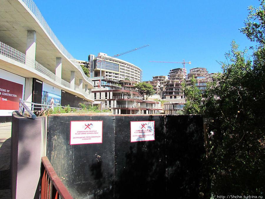 пока отель строится, его пляж на стороне Будвы закрыт
