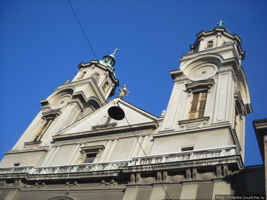 Симметричные колокольни базилики