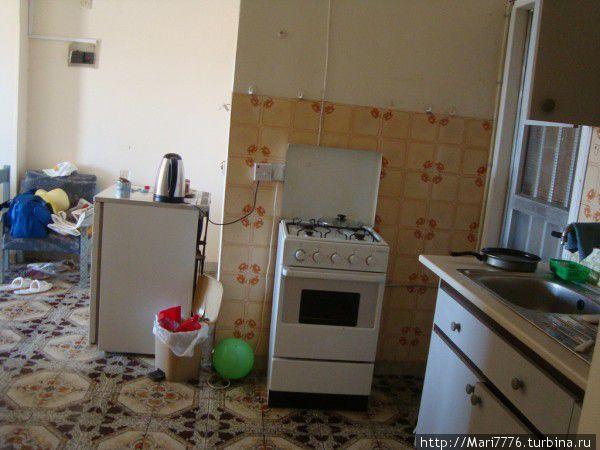 Газовая плита. Готовили в основном сами. Посуда была в номере.