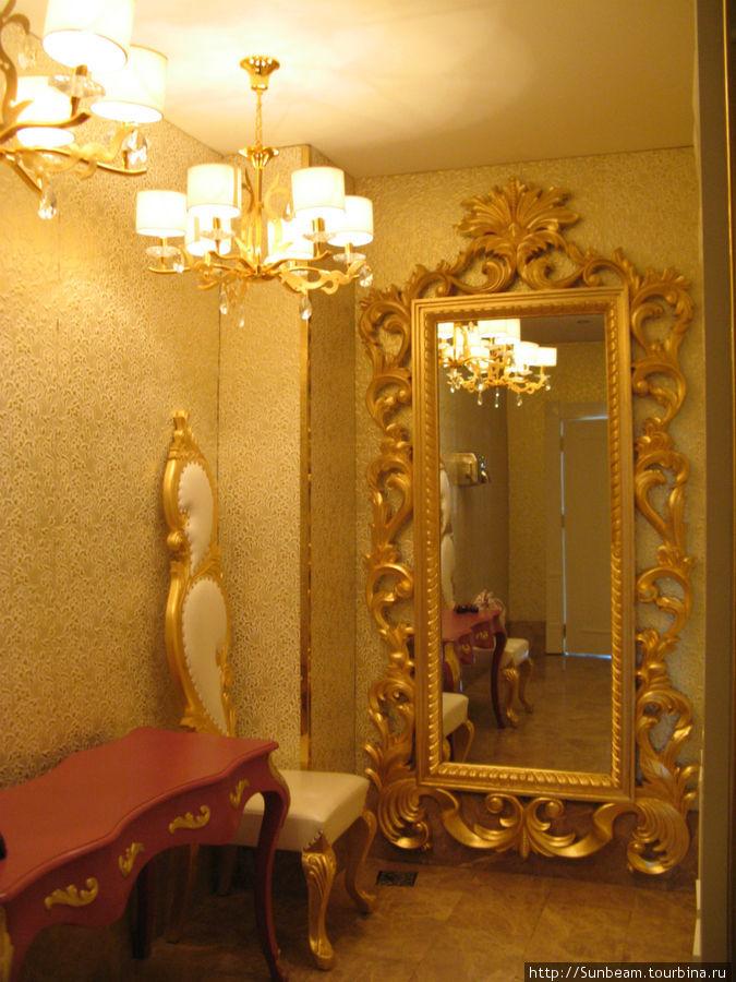 Интерьеры отеля оформлены с большой претензией на роскошь. Как вы думаете, что это?.. Женский туалет.