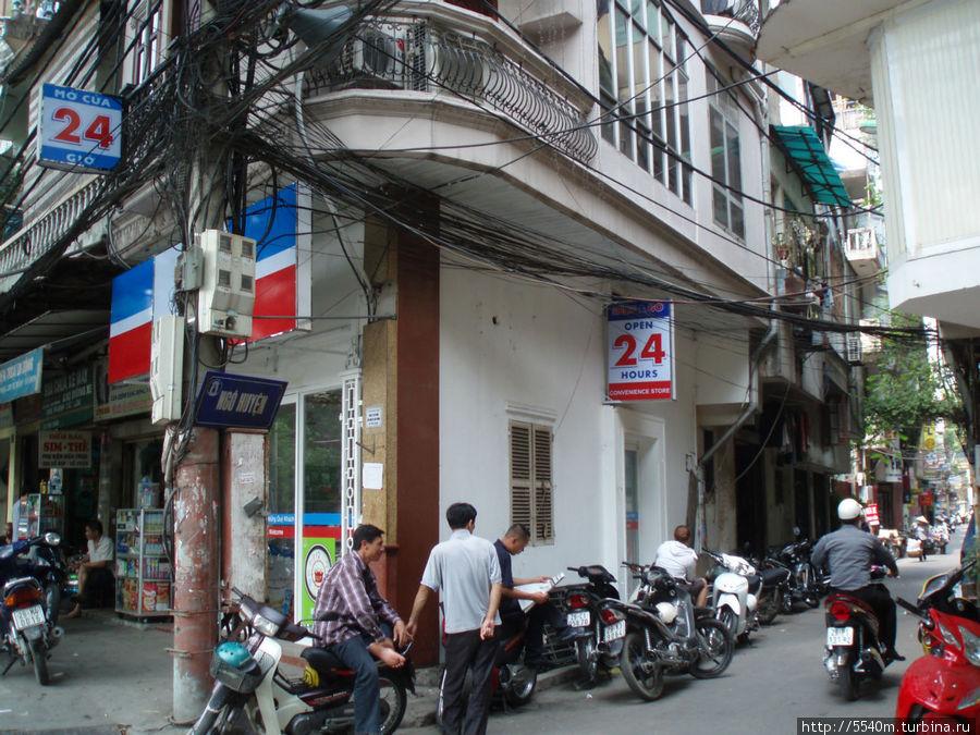 Это улочка NGO HUYEN( 1 — й хостел) — с другой стороны  — ориентир магазин 24 часа. = тут перед ним и сворачивайте направо.
