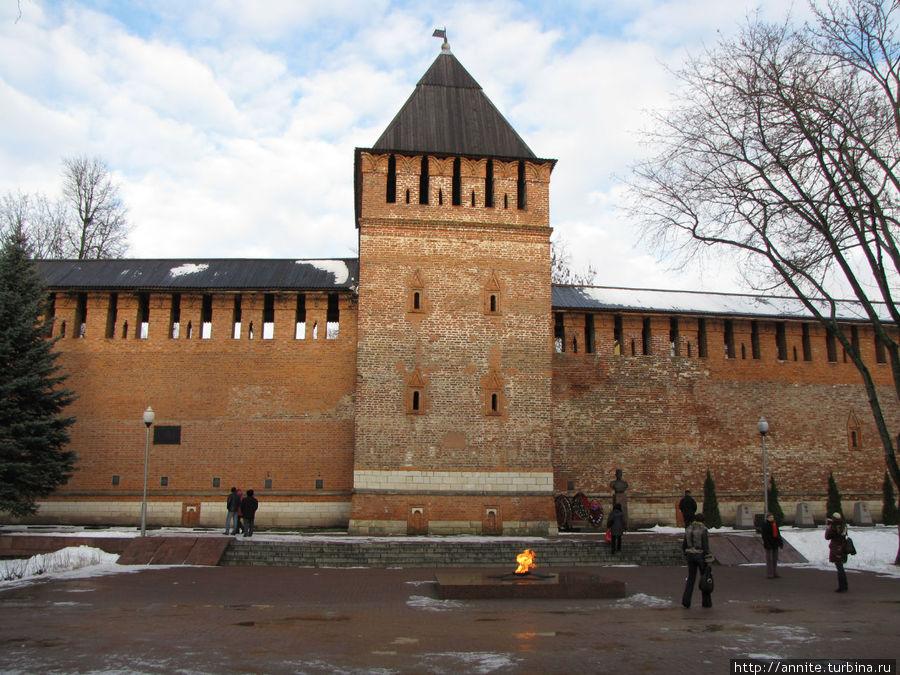 Вечный Огонь у Смоленской стены.