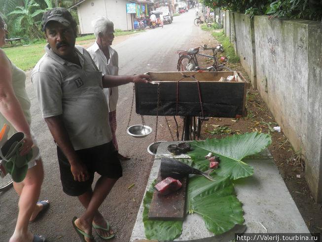 Продавец рыбы в селе