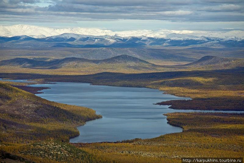 Озеро Ястребиное – самое крупное после Лабынкыра в его ближайшем окружении.