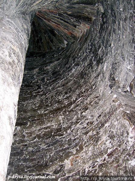 Изнутри. Лестница наверх.