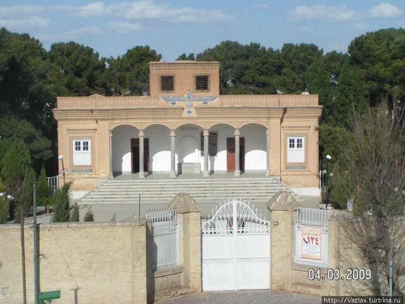 Парадный вид храма