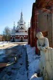 Скорбящая у собора Николая Чудотворца в Павловске