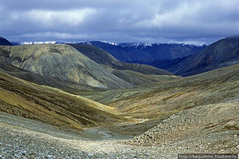 Вид на долину Сунтара с перевала.