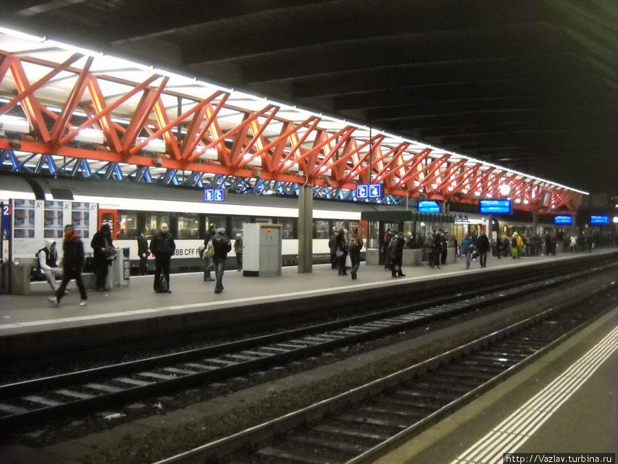 В ожидании поезда на платформе