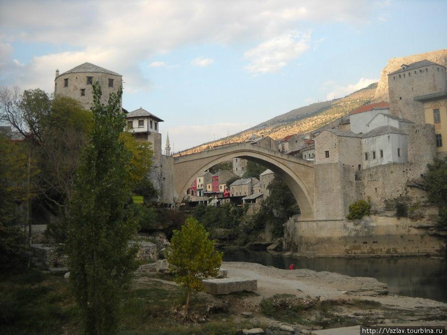 Вид на мост с западного берега