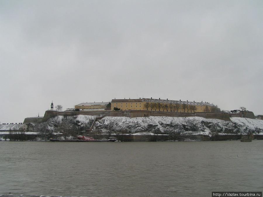 Вид на крепость с другого берега Дуная