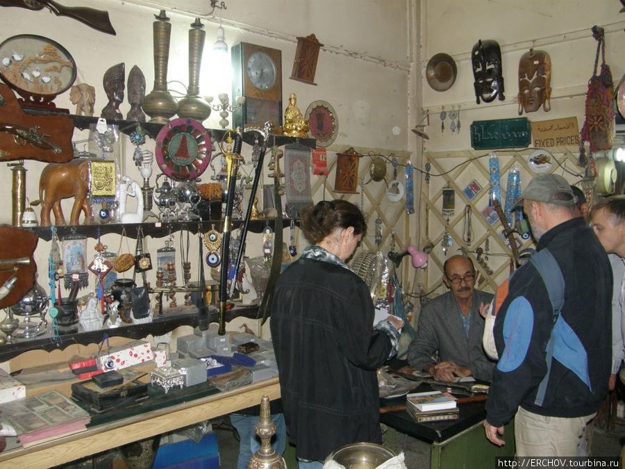 Сувенирная лавка в Багдаде.