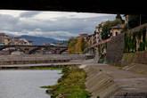 Дамба Pescaia di Santa Rosa на реке Арно была построена для снабжения водой стоявшие когда-то здесь мельницы.