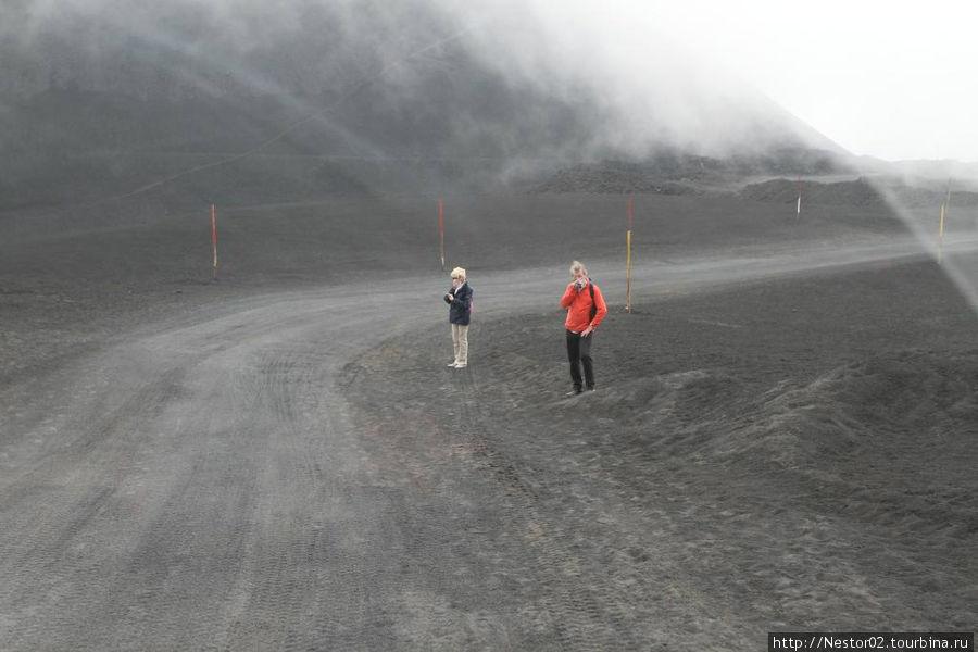 Дорога на Этну к верхним кратерам.