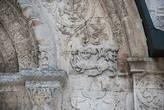 Лепнина на стенах храма