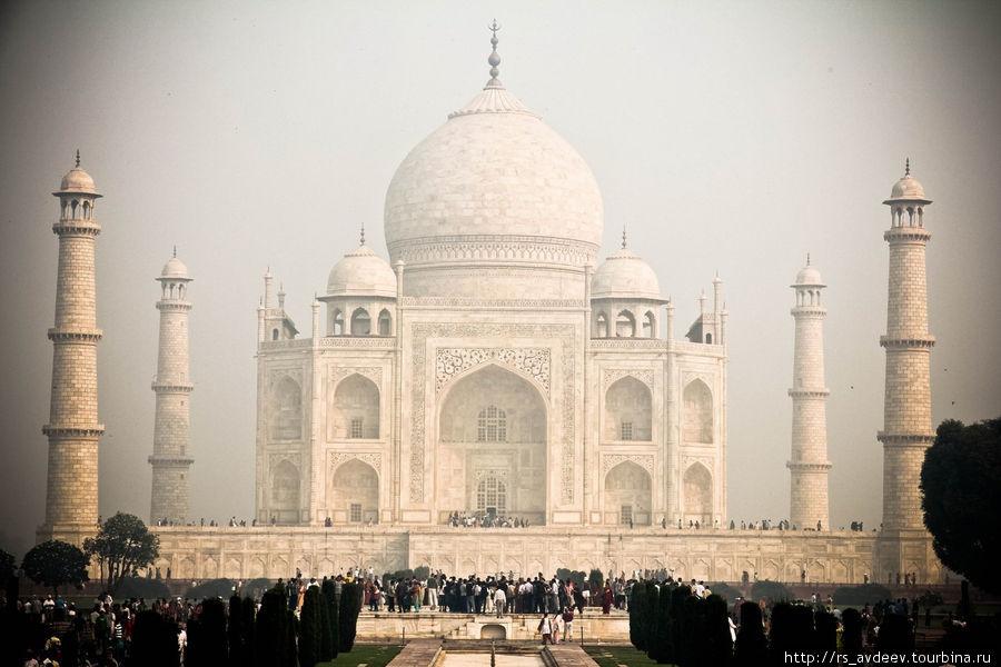 Тадж-Махал — великий и прекрасный.
