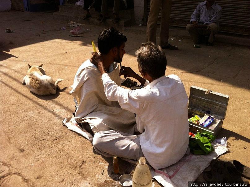 Подстричься тоже можно на полу... И это еще не все, видели даже зубных врачей, обслуживающих в таких условиях!