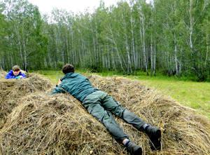 А вы, наверное,  давно  беззаботно так не лежали в стогу сена?..