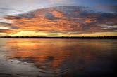 А потом так же внезапно подкрался закат и озарил все вокруг совсем уж невообразимыми красками и перспективами, помноженными на бездонные отражения.    Так незаметно прошел наш первый день на Великой реке. А ночью было только бескрайнее звездное небо, легкий ветерок, покачивание в гамаке — и ни одного мифического москита! Продолжение следует..